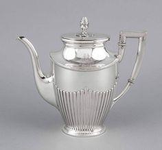 Kaffeekanne, Deutsch, um 1900, MZ: Koch & Bergfeld, Bremen, Juweliermarke Gebr. SommeNachf., Silber — Silber