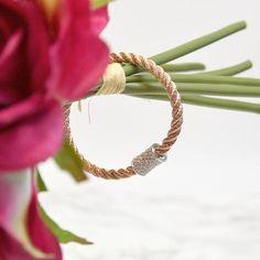 Avez-vous vu ce bracelet de la nouvelle collection ? Sa chaine tressée rose embellira votre poignet - #MyDalia #Bijoux #Instabijoux #Bracelet  #FrenchDesigner #BijouxCreateurs #DaliaJoaillerie