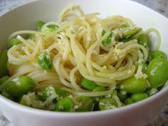 lemon edamame pasta- I love edamame! Pasta Recipes, New Recipes, Favorite Recipes, Healthy Recipes, Yummy Recipes, Edamame Pasta, Tasty Bites, Lunch Snacks, Food Dishes