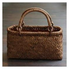 Japanese basket -kago bag beautiful handle, especially how it attaches to the body of the basket.