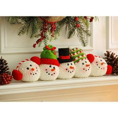Complete your Christmas mantle with our Frosty's Friends Snowball Stack!Frosty's Friends Snowball Stack - Make from old chenille bedspread.Frosty's Friends Snowball Stack - no link, no instructions but a nice idea all the same! Christmas Craft Projects, Christmas Sewing, Noel Christmas, All Things Christmas, Winter Christmas, Handmade Christmas, Holiday Crafts, Christmas Ornaments, Holiday Decor