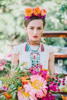 Frida Kahlo inspired bridal look and big bouquet and flower crown. Wedding Themes, Wedding Colors, Wedding Styles, Wedding Flowers, Wedding Decorations, Wedding Ideas, Wedding Dresses, Frida Kahlo Wedding, Boho Wedding