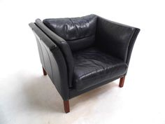 Vinterior is the online marketplace where the world buys and sells remarkable vintage and antique furniture across every lifestyle, budget and taste. Mid Century Armchair, Mid Century Furniture, Retro Furniture, Antique Furniture, Charcoal Black, Dining Room Chairs, Tub Chair, Danish, Outdoor Chairs