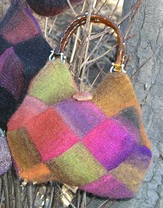 Ravelry: Wondrous & Mystical Pentrapazoidal Entrelac Bag pattern by Anne Carroll Gilmour