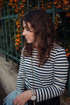 Inspiration de tenue pour l'automne : Jupe noir trapèze, marinière, veste en jean Style Personnel, Photo Portrait, Portraits, Inspiration Mode, Blogging, Lifestyle, Women, Fashion, Suede Mini Skirt