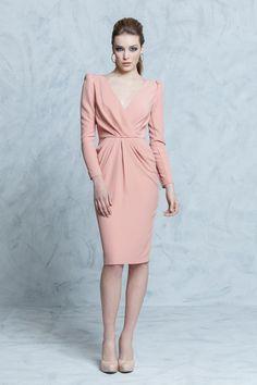el blog de ana suero-vestidos para invitadas a una boda en otoño invierno-Colour Nude vestido corto rosa palo con manga larga