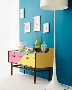 Love the diagonal divide between two cheery colours of paint