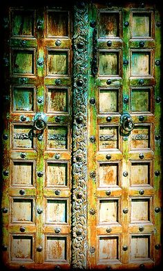Doors in Italy. These doors are so like mine I love them ♥♥♥♥ Knobs And Knockers, Door Knobs, Old Doors, Windows And Doors, Front Doors, Doors Galore, Shop Doors, When One Door Closes, Door Gate