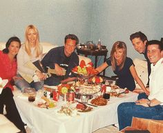 On Thursday, 'Friends' star Courteney Cox shared a behind-the-scenes snap with her co-stars taken 16 years ago, on the night before they taped the show's final episode 'The Last One. Tv: Friends, The Cast Of Friends, Serie Friends, Friends Scenes, Friends Moments, Friends Forever, Friends Video, Friends Episodes, Happy Moments