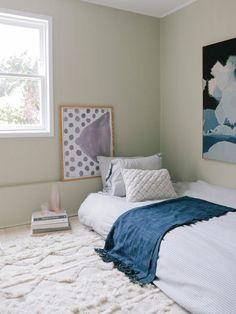 Home Interior Decoration minimali colorful bedroom // mattress on floor ideas.Home Interior Decoration minimali colorful bedroom // mattress on floor ideas Small Room Bedroom, Bedroom Colors, Bedroom Decor, Bedroom Ideas, Headboard Ideas, Warm Bedroom, Modern Bedroom, Pastel Bedroom, Bedroom Simple