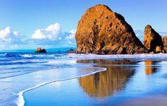 Imagen gratis, mostrándonos Rocas surgiendo de una playa, en HD.