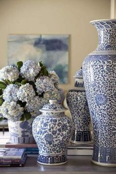 Classic Home Decor Ideas ~ Classic Blue-and-White Touches Blue-and-white ginger jars frame the view from foyer to living room Blue And White China, Blue China, Blue Green, French Country Living Room, Blue Rooms, Traditional Decor, Traditional Homes, Ginger Jars, White Decor