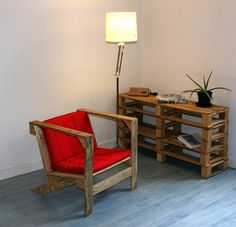 DIY Furniture from Euro pallets - 101 craft ideas for wood pallets Wooden Pallet Crafts, Pallet Chair, Wooden Pallet Furniture, Pallet Lounge, Wooden Pallets, Wooden Diy, Rustic Furniture, Diy Furniture, Furniture Making