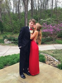best Prom Picture Poses best Prom Picture Poses More from my site Prom Pictures Poses Outdoor Prom Pictures Couples, Homecoming Pictures, Prom Couples, Prom Photos, Prom Pics, Couple Pics, Teen Couples, Maternity Pictures, Couple Goals