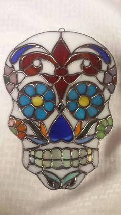 Résultats de recherche d'images pour « stained glass pattern skull »