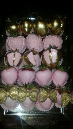 25 Ideas For Chocolate Covered Strawberries Wedding Display Chocolate Covered Treats, Chocolate Dipped Strawberries, Pink Chocolate, Best Chocolate, Apple Cake Pops, Pink Cake Pops, Gourmet Candy Apples, Strawberry Baby, Strawberry Shortcake