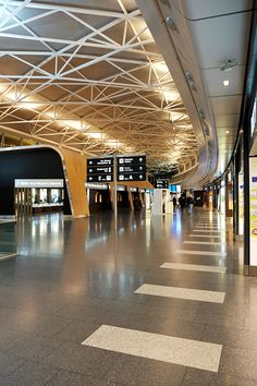 Airport Architecture, Army Room Decor, Airport Design, Wayfinding Signage, Travel Aesthetic, Aesthetic Food, Air Travel, Zurich, Travel Goals