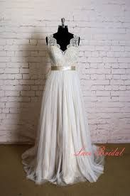 Elegant Lace Wedding Dress with V Neck Simple Wedding Dress with Champagne Underlay Classic Ivory Overlay Bridal Gown with Sheer Tulle Train Elegante Hochzeit Spitzenkleid mit V Neck einfache von LaceBridal Wedding Dress Quiz, Making A Wedding Dress, Sheath Wedding Gown, Western Wedding Dresses, Top Wedding Dresses, Elegant Wedding Dress, Bridal Dresses, Wedding Gowns, Lace Wedding