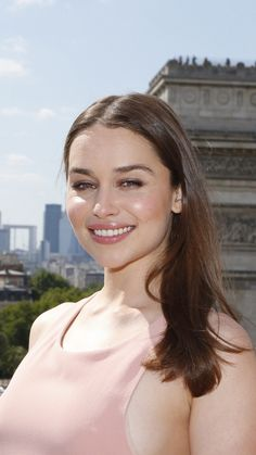 """I know it's been done - more than once - but Emilia Clarke as Mary Crane in """"Psycho"""". Emilia Clarke Hot, Emelia Clarke, Beautiful Celebrities, Beautiful Actresses, Beautiful Women, Beauty Full Girl, Beauty Women, Emilia Clarke Daenerys Targaryen, Actrices Hollywood"""