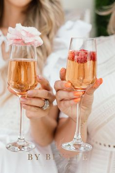 Gold, pinks and bubbly too, this tea time soiree is positively lovely. Glass Conservatory, Tea Party Bridal Shower, High Tea, Tea Time, Alcoholic Drinks, Champagne, Bubbles, Cakes, Spring