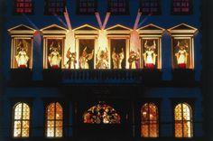 Der Augsburger Christkindlesmarkt ist einer der schönsten Deutschlands. Die Renaissance-Baukunst des Rathauses und des Perlachturms bildet die einzigartige Kulisse für den Weihnachtsmarkt mit seiner über 500-jährigen Tradition.