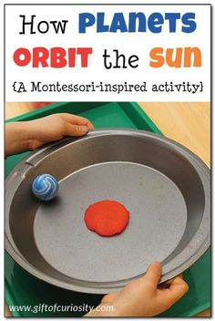 Universe space unit - How planets orbit the sun: This super simple Montessori-inspired activity gives kids a hands-on and concrete way to understand how planets orbit the sun in a large circle Kindergarten Science, Elementary Science, Science Classroom, Science Lessons, Teaching Science, Science For Kids, Science Space, Science Education, Science Experiments