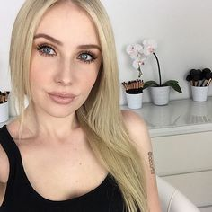 Our #WomanCrushWednesday this week is @lozcurtis! Lauren is the biggest (#1!) Australian YouTuber/beauty blogger... @bepretty_boutique #makeup #makeupartist #mua #pretty #fotd #motd #instagood #instadaily #beautyblog #selfie #makeuptutorial #follow #like #instalike #youtuber #beautyguru #janeiredalegiveaway #makeupgiveaway #lipstickgiveaway #giveaway