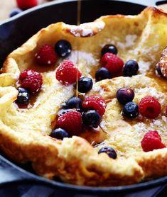 German Oven Pancake | 17 Easy Hot Breakfast Ideas | https://homemaderecipes.com/hot-breakfast-ideas-easy/