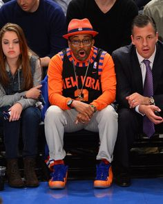 Spike in his Knicks Foams. nike New York Knicks Knicks Foamposites, Spike Lee Movies, Spike Lee Joint, Harlem Renaissance, New York Knicks, Nba Players, Swagg, Nike Air, Kicks