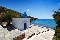 Andros is the most northerly, and the second largest (after Naxos) of the Cyclades. The island is geographically defined by four mountain masses oriented east-west. Greek Islands, Italy, Mansions, House Styles, Outdoor Decor, Places, Bays, Weeding, Landscapes