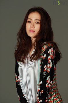 Son Ye-jin's behind-the-scenes cuts from her spring fashion pictorial @ HanCinema :: The Korean Movie and Drama Database Korean Fashion Trends, Fashion 101, Spring Fashion, Beautiful Asian Girls, Most Beautiful Women, Beautiful People, Korean Beauty, Asian Beauty, Asian Celebrities