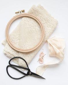 Diy Gifts For Girlfriend, Sister Gifts, Diy Dog Gifts, Crochet Dinosaur, Diy Wedding Gifts, Crochet Needles, Wedding Ring Box, Boho Chic, Diy Party Decorations