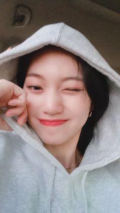 Kpop Girl Groups, Kpop Girls, Emoji, Kim Doyeon, Human Reference, Cute Girl Face, Blackpink Jisoo, Ulzzang Girl, K Idols