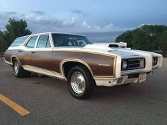 Cars Usa, Us Cars, Station Wagon Cars, Pontiac Tempest, Sports Wagon, Woody Wagon, Old Wagons, Car Camper, Chevy Muscle Cars