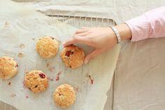 Haferflocken-Scones mit frischen Erdbeeren
