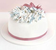 beautiful & simple christmas cake decoration