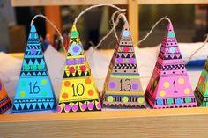 Druckvorlagen für einen Adventskalender mit 24 gemusterten Adventspyramiden (Grundfläche 6 x 6 cm, Höhe 12 cm).   Die Pyramiden werden auf weißes oder buntes Papier (mind. 120 g/qm) ausgedruckt, ausgeschnitten, gefaltet und zusammengeklebt. Wer möchte, kann die Muster vorher farbig aus- bzw. übermalen.