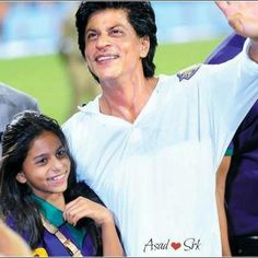 Suhana and Papa Shahrukh - the dear girl has her Father's smile...