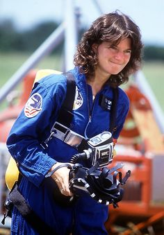 Sally Ride, the first US woman astronaut. Sally Ride traveled twice on board the Space Shuttle Challenger. Great Women, Amazing Women, Nasa Astronauts, Women In History, Ancient History, Space Shuttle, American Women, Strong Women, Simone De Beauvoir