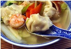 Simple, light and mysteriously delicious Shrimp Chicken Wonton Soup recipe. This is the version of wonton soup that I crave, and this is the version I was after in my own kitchen. Yummy Eats, Yummy Food, Delicious Meals, Tasty, Crockpot Recipes, Soup Recipes, Recipies, Cooking Recipes, War Wonton Soup Recipe