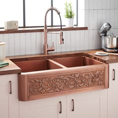 Generously sized, the Sunflower Double-Bowl Copper Farmhouse Sink has a convenient offset configuration that makes food prep a breeze. Glowing with a hand-polished apron front, this gorgeous sink boasts a charming sunflower design that sets the tone White Farmhouse Sink, Stainless Steel Farmhouse Sink, Fireclay Farmhouse Sink, Copper Farmhouse Sinks, Farmhouse Sink Kitchen, Ikea Kitchen, Rustic Kitchen, Kitchen Furniture, Kitchen Decor