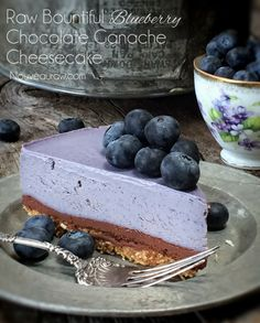 Raw Bountiful Blueberry Chocolate Ganache Cheesecake is a raw, vegan and gluten-free cheesecake that melt in your mouth! Raw Vegan Cheesecake, Raw Vegan Cake, Dairy Free Cheesecake, Raw Vegan Desserts, Raw Cake, Vegan Sweets, Raw Food Recipes, Sweet Recipes, Dessert Recipes