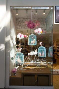 Bird cages in store window. #escaparate #windowdisplay #comercio #store