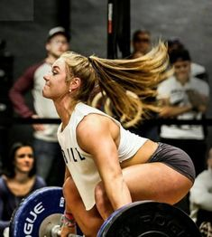 Guide of each person who train Crossfit. Thanks to Crossfit WoD you can plan your system training. Crossfit Body, Crossfit Women, Crossfit Athletes, Fitness Motivation, Fitness Goals, Brooke Wells, Olympic Weightlifting, Usa Powerlifting, Fitness Photoshoot