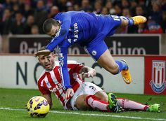 Eden Hazard has suffered 45 fouls in the Premier League this season, only Raheem Sterling (47) has more. #CFC