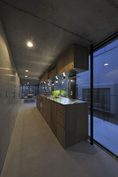 Are those cabinets ceiling hung????  House in Takadanobaba / Florian Busch Architects