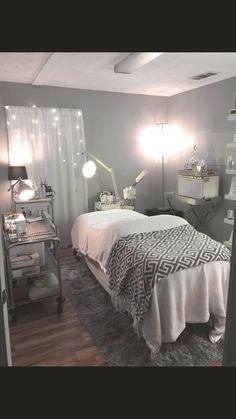 Massage Room Decor, Massage Therapy Rooms, Spa Room Decor, Home Spa Decor, Home Spa Room, Spa Rooms, Spa Bedroom, Spa Treatment Room, Beauty Salon Decor Treatment Rooms