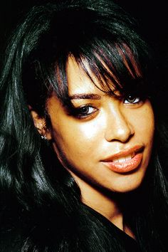 Image may contain: 1 person Rip Aaliyah, Aaliyah Style, Isnt She Lovely, The Most Beautiful Girl, Beautiful Women, Aaliyah Pictures, Haircut For Face Shape, Icy Girl, Aaliyah Haughton