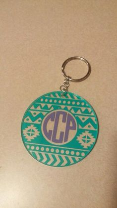 Keychain Ideas, Keychain Design, Diy Keychain, Silhouette Projects, Silhouette Cameo, Acrylic Keychains, Shrink Art, Cup Crafts, Vinyl Monogram