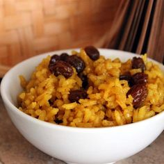 """South African Yellow Rice I """"This is a wonderful rice. Everyone in my family enjoyed it. A great alternative to mundane, plain rice. Yellow Rice And Black Beans Recipe, Yellow Rice Recipes, South African Recipes, Ethnic Recipes, Cooking With Turmeric, Cuban Cuisine, Baked Shrimp, Good Food, Yummy Food"""